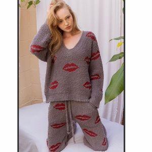 BERBER Lips V Neck pullover